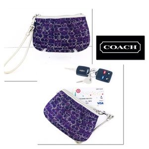 🎁🎄Coach Signature Shimmery Mini Wristlet